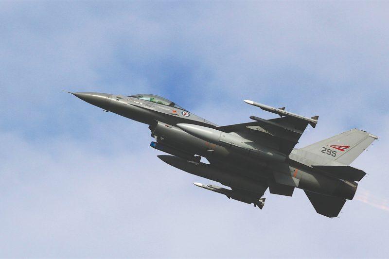 Четири руски самолета опасно близо в Черно море, български и румънски се погрижиха
