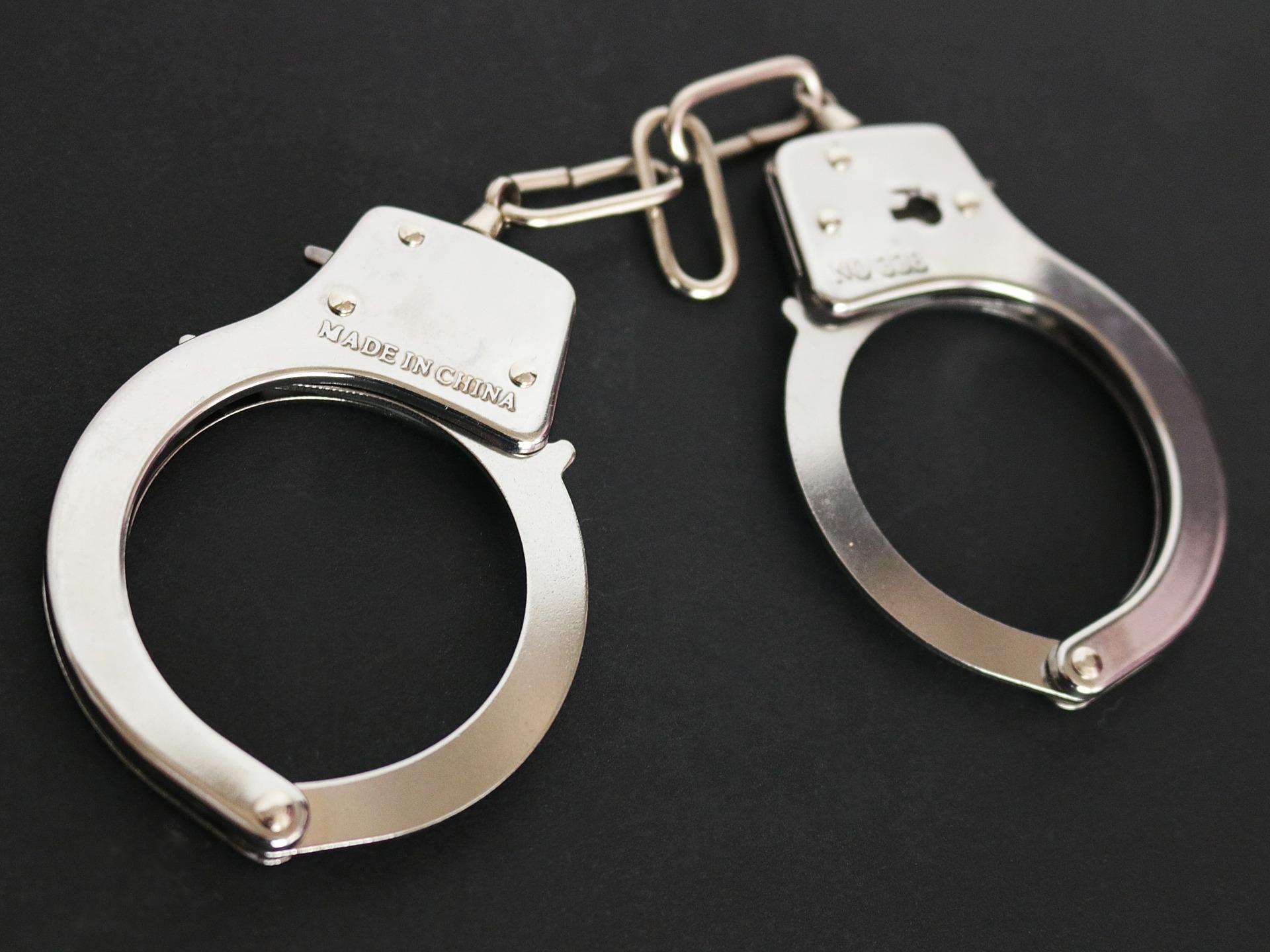 Учител, блудствал 5 години с малолетната си дъщеря, остава в ареста