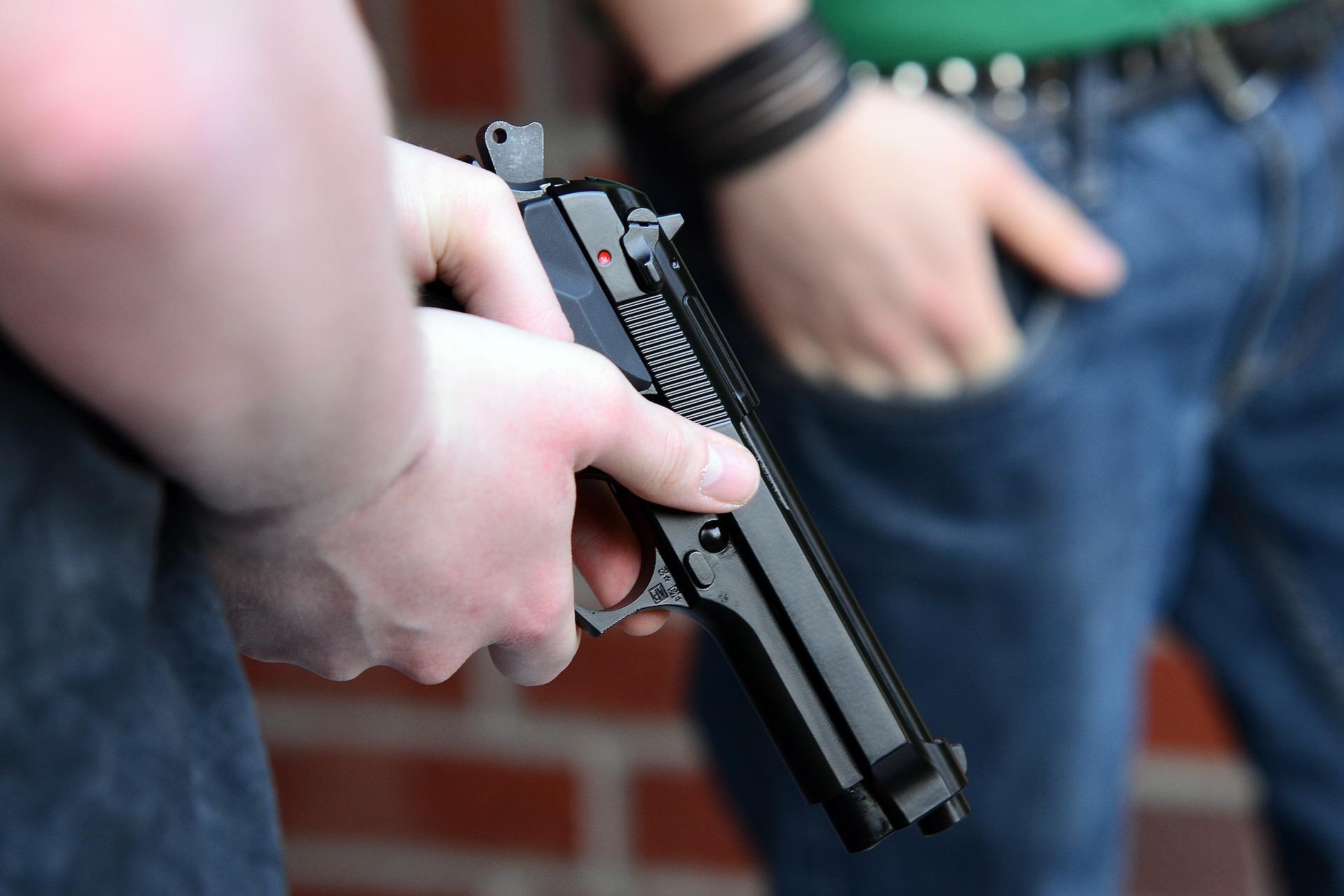 Разгневен пловдивчанин извади пистолет на опашка за квартален магазин