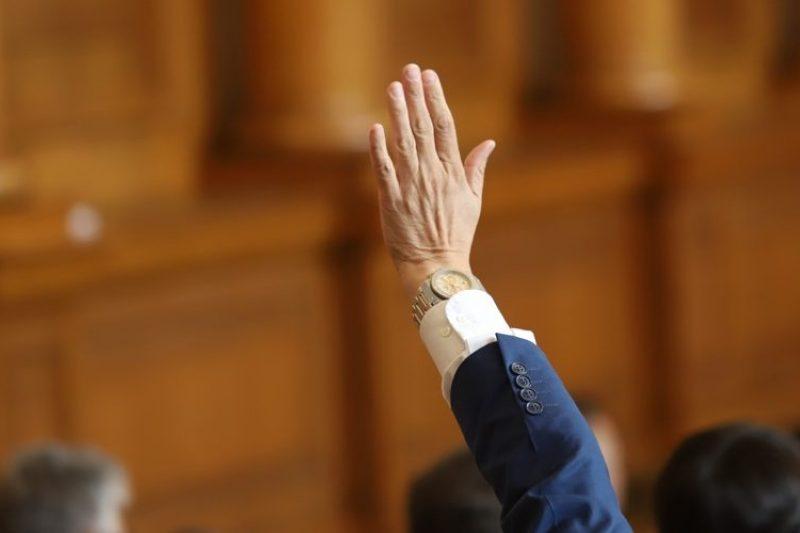 Депутатите остават без заплати до края на извънредното положение