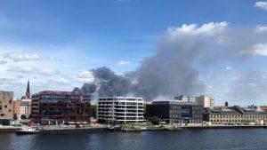 Голям пожар избухна в търговски център в Берлин (ВИДЕО)