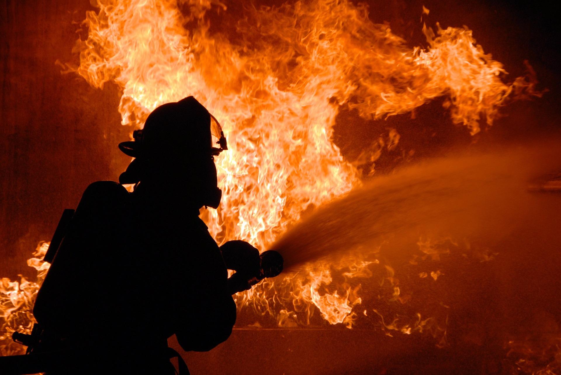 Запалиха къщата на общински съветник от БСП, заплашвали го