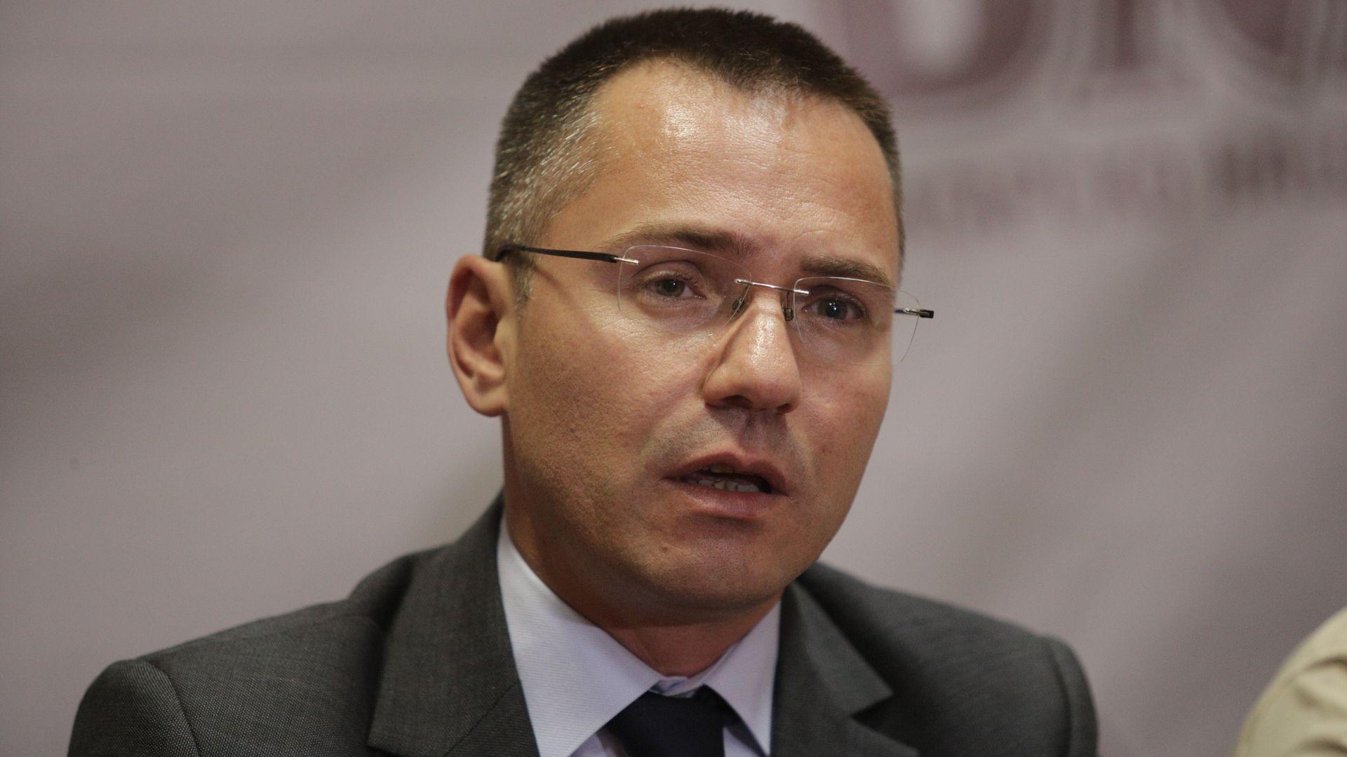 Ангел Джамбазки за спирането на Parler: Безцеремонно, безобразно демонстриране на цензура от Оруелски тип