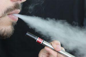 Тръмп смята да забрани ел. цигарите заради смъртни случаи