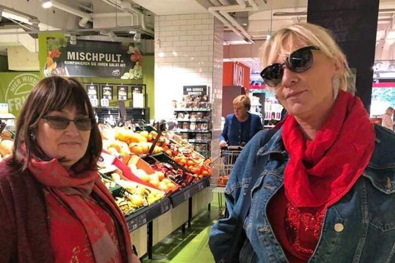Нона Йотова и Маргарита Петкова на пазар с Меркел