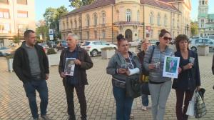 Опечалени близки на протест пред парламента – искат спешни промени