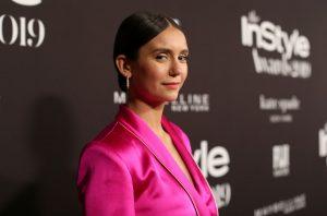 Нина Добрев по лъскава пижама на наградите InStyle (СНИМКИ)