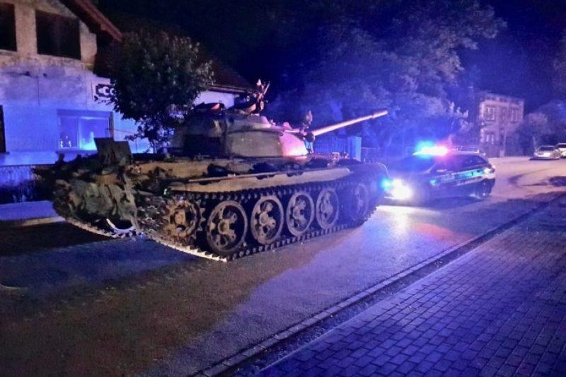 Пиян поляк превзе град със стар съветски танк (СНИМКИ)