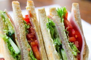 Откриха храни с изтекъл срок на годност в училища и детски градини