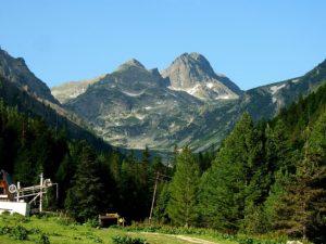 Четвърти ден издирват възрастна жена в Рила планина, спират търсенето