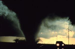 Торнадо унищожи фабрика за за зехтин в Гърция (ВИДЕО)