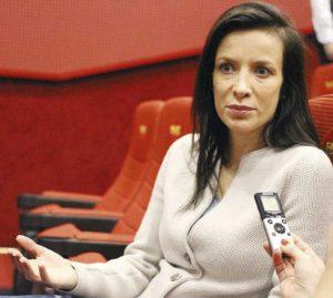 ГАФ: Актрисата Яна Маринова падна на земята от смях (ВИДЕО)