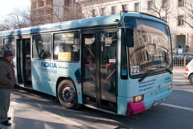 Автобус на градския транспорт премаза крака на жена