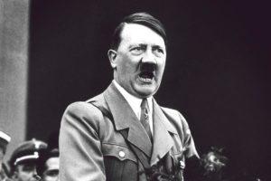 """""""Различен"""", """"неприлежен"""", """"бездарник"""" – що за човек е бил Хитлер и как се превърна в чудовище"""