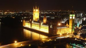 Мистериозен среднощен гръм стресна лондончани, вдигнаха хеликоптери