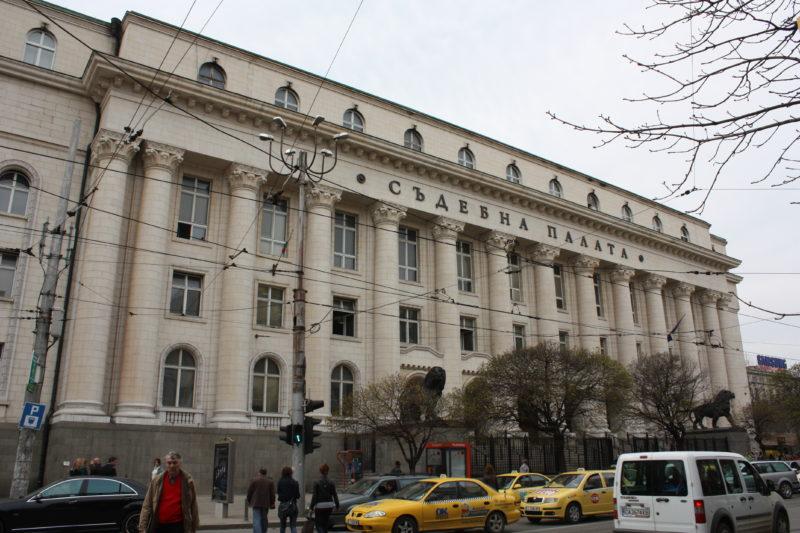 Детски глас подаде сигнал за бомба в Съдебната палата в София