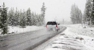 НОВА МОДА: Крадат коли докато собствениците ги чистят от снега