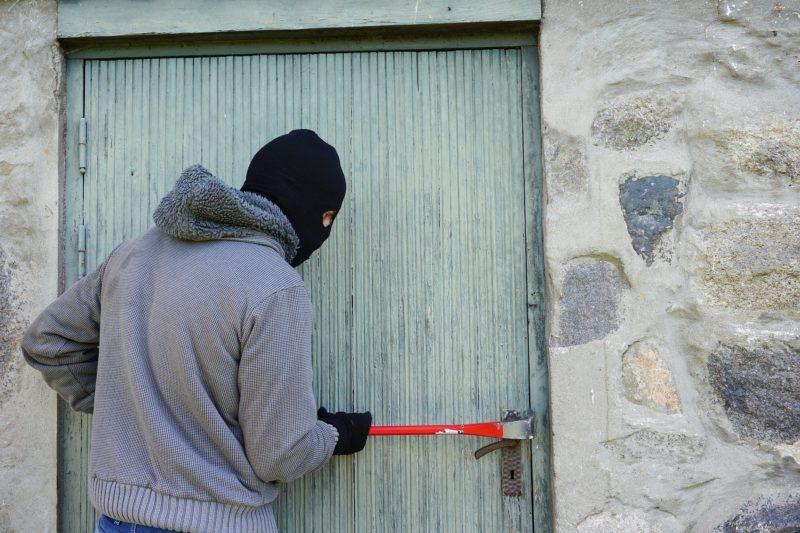 Рецидивист преби мъж в Монтана и го ограби