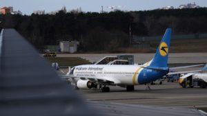 Пътнически самолет със 170 души на борда падна над Иран, няма оцелели