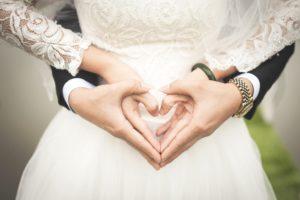 Кмет обеща по 1000 лева на ергени, които се оженят до 8 март