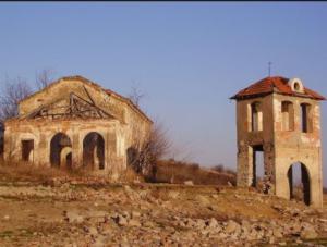 Руини на забравено село изплуваха на дъното на язовир у нас (СНИМКИ)