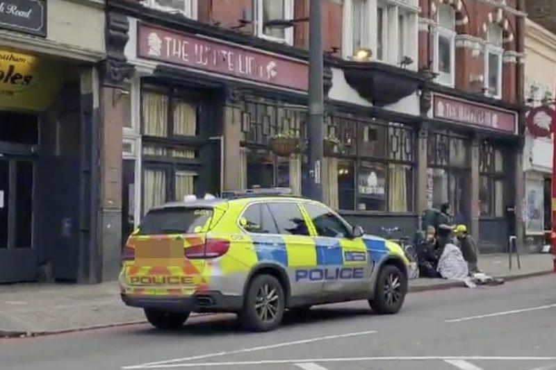 Мъж се опита да намушка минувачи в Лондон, застреляха го (ВИДЕО)