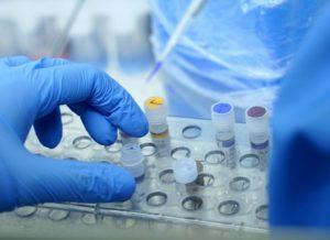 Още един починал с коронавирус, намаляват новите случаи