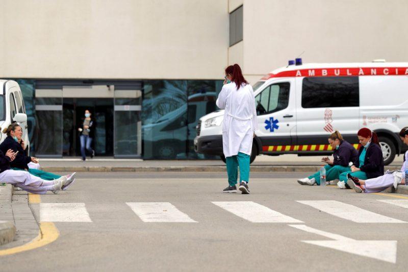 Над 5000 медицински сестри починали от коронавирус в Италия, черен рекорд в Англия