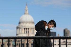 В Лондон и Мадрид жертвите скачат двойно на всеки два дни, умират много млади
