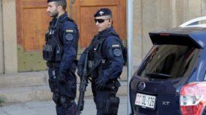Полицията в Сицилия пази магазините с палки и оръжия