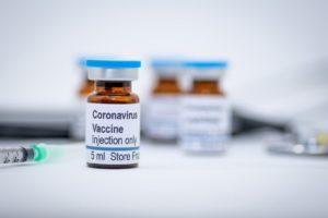 Първата ваксинирана срещу коронавирус: Описанието на рисковете е 45 страници