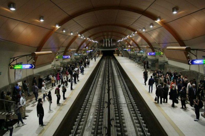 Камери ще следят дали чакаме метрото правилно