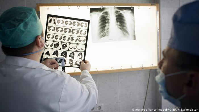Нов скок на заразените, инфектираните медици и починалите