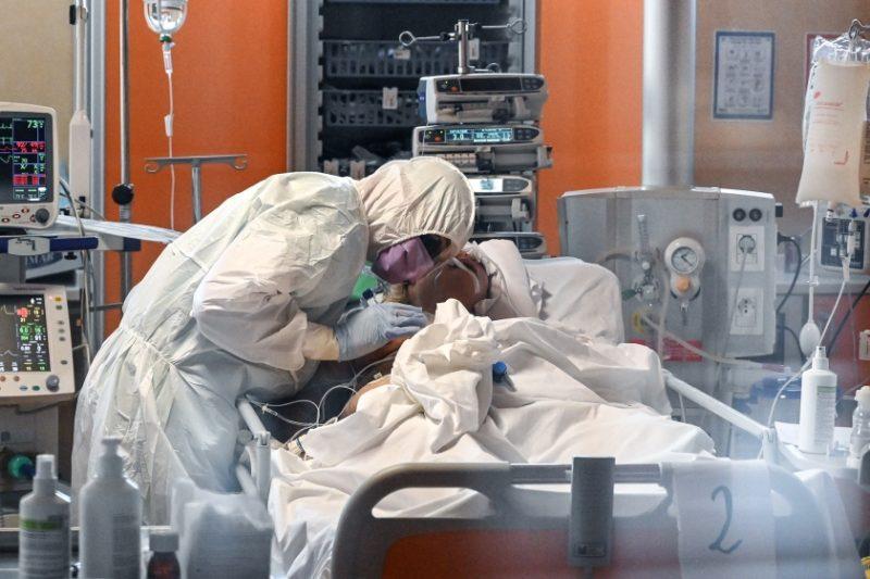 COVID-19 удря все по-тежко здравите, приближаваме критичната граница за здравната система
