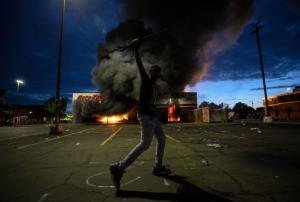 Бунтовете в САЩ – още по-ожесточени, обявиха извънредно положение (ВИДЕО)