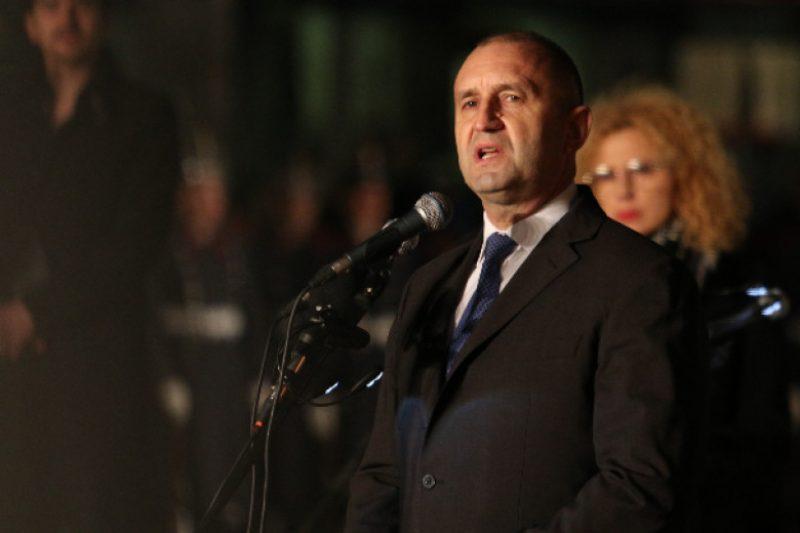 Радев използва Левски, за да насърчава протестите