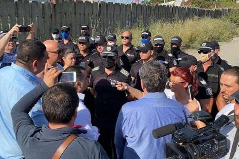 """Протестиращите стигнаха до плажа """"Росенец"""" (ВИДЕО)"""