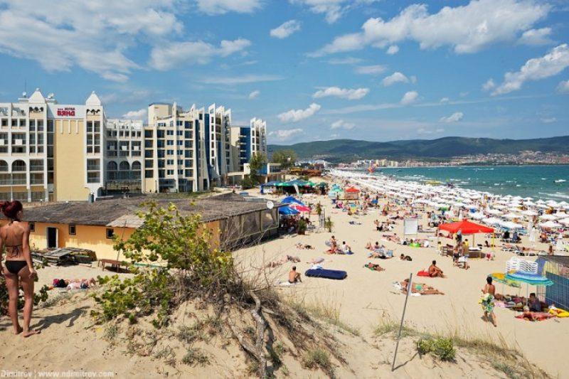 За първи път това лято плажовете се напълниха, хотелите масово не работят