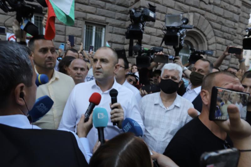 ПЕТНАДЕСЕТИЯТ ПРОТЕСТ: Радев поиска конституционни промени, имаше блокади на 10 места