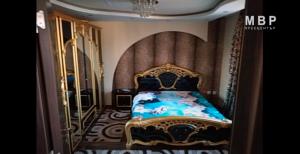 Злато, пачки с пари и луксозни коли: Ето как живеят арестуваните роми в Кюстендил (ВИДЕО)
