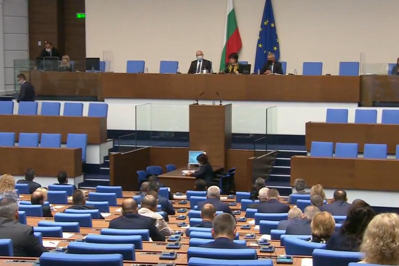 Парламентът прие договорите за ваксини срещу COVID-19, Борисов отново не дойде след повикване от БСП