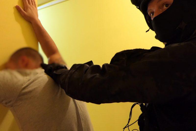Полицай и ЧСИ били в схема за изнудване, разбита от ГДБОП преди дни (СНИМКИ+ВИДЕО)