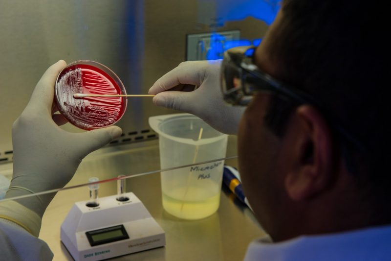 Над 100 нови случая на коронавирус за денонощие, в 8 области няма нито един