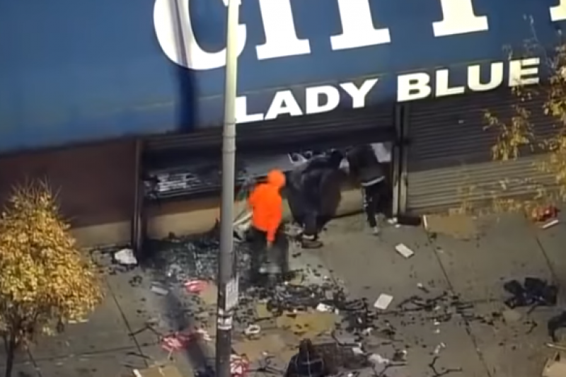 Ново полицейско убийство на чернокож предизвика масови грабежи и погроми в САЩ (ВИДЕО)