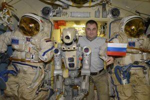 Руският робот Фьодор: Космонавтите ни са пияници