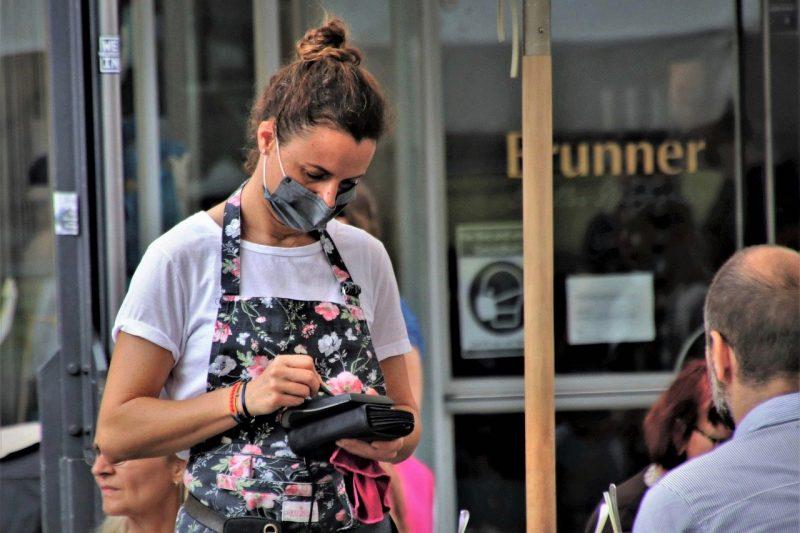 В София обмислят въвеждане на вечерен час за заведенията