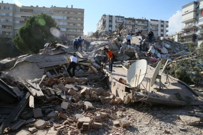 Все повече жертви сред руините в Турция и Гърция: Вадят и деца, а ранените са стотици (СНИМКИ+ВИДЕО)