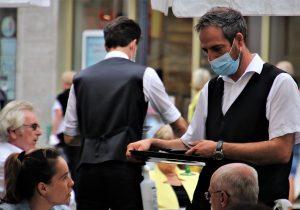 На кафе с SMS: Гърция отваря заведенията при строги мерки