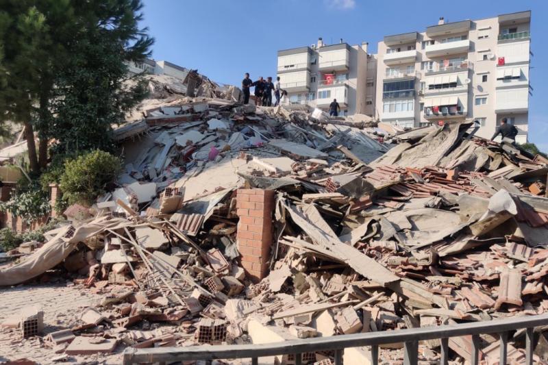 Мощно земетресение разлюля Гърция и Турция, образува се цунами (ВИДЕО+СНИМКИ)