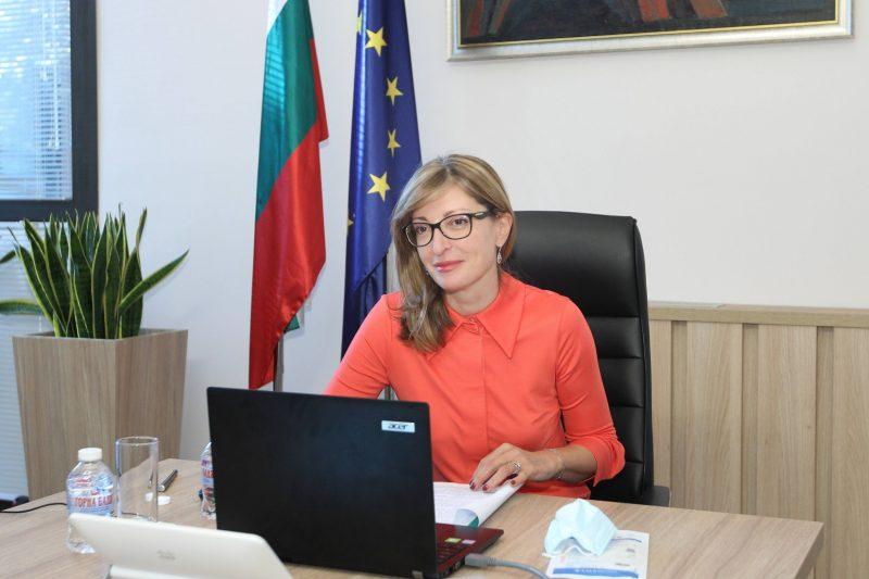 Екатерина Захариева в изолация след контакт със заразен